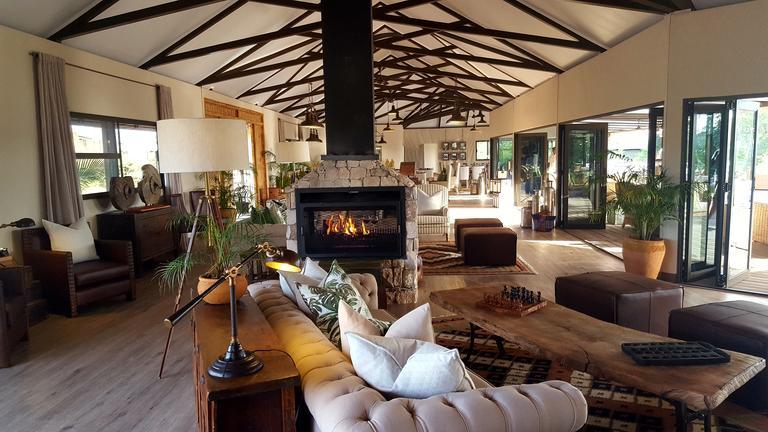 old drift lodge lounge