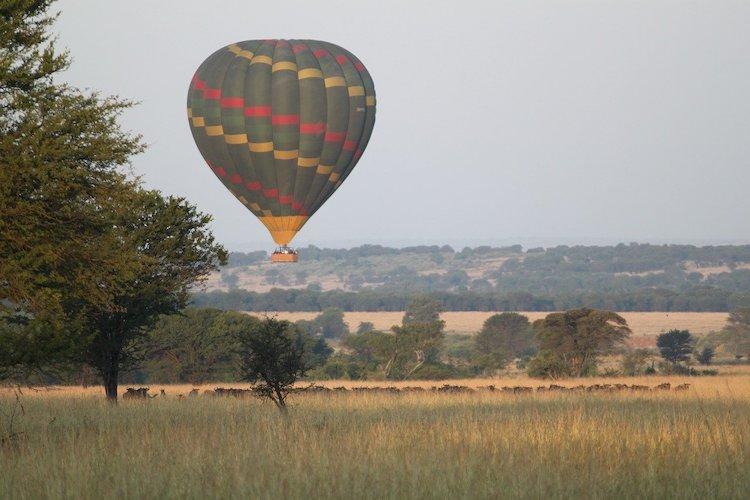 hot air balloon ride serengeti